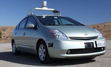 Auto che si guida da sola, la Toyota Prius con il sistema di Google
