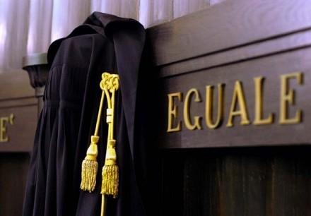 Prova scritta esame avvocato 10 dicembre 2013: tracce possibili online e soluzioni